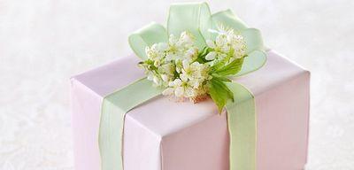 Что дарить будущим родственникам перед свадьбой