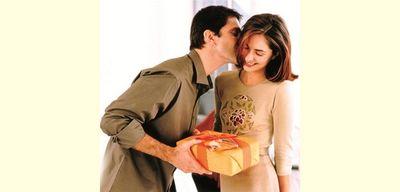 Что подарить жене на 8 марта?