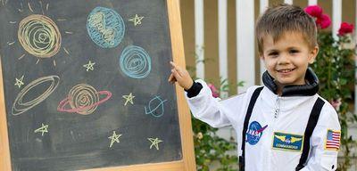 День космонавтики в школе: сценарий праздника. классный час и другие мероприятия ко дню космонавтики в начальной школе