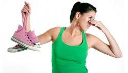 Как избавиться от запаха пота в обуви?