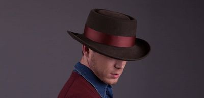Как лучше поздравить мужчину, вручая шляпу в подарок