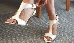 Как растянуть новую обувь?