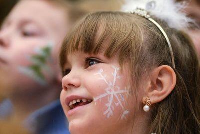 Сценарии для новогоднего утренника в детском саду и школе: правила составления